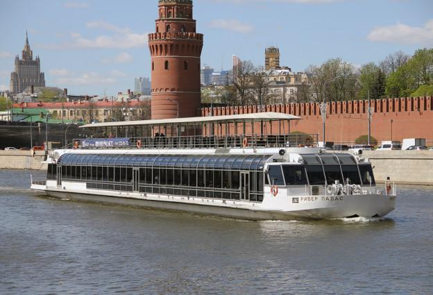 Люкс теплоход Москвы дарит часы